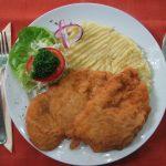 Egyszerű rántott csirkemell burgonypürével