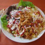 Gyros pulykamellcsíkok salátaágyon